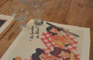 Geração mais jovem da família Penna, irmãos criam utilitários inspirados nas 'Garotas do Alceu'. Traços do tio desenhista dos designers Laís e Ivan colorem jogos americanos e outros itens domésticos