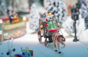 Tradicionais Vilas de Natal podem compor decoração de fim de ano em casa. Presentes desde a Idade Média, elas estão sempre em voga e propõe criatividade na composição. Na foto, proposta de Cecília Dale para 2013