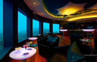 Resort no Índico convida visitantes a conhecer o primeiro bar submarino do mundo. O Subsix, nas Ilhas Maldivas, chama a um drink dentro do mar em 360º