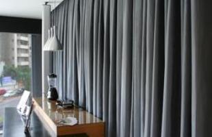 Opção pela cortina deve seguir critérios para acertar na escolha. Na hora de definir o tipo, é importante levar em conta a função que ela vai desempenhar no ambiente