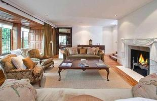 Mansão que pertenceu a John Lennon chega ao mercado imobiliário por R$ 55 milhões. Imóvel de luxo na Inglaterra acaba de ser colocado à venda. Casa foi palco de célebres criações do Beatle