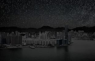 Série de fotos devolve o céu estrelado ao horizonte noturno de grandes cidades. Imagens mostram como seriam algumas metrópoles sem luz à noite. Na foto, Hong Kong