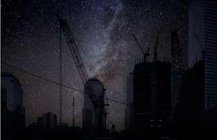 Série de fotos devolve o céu estrelado ao horizonte noturno de grandes cidades. Imagens mostram como seriam algumas metrópoles sem luz à noite