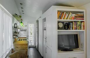 Americana foge de altos custos e constrói sozinha casa ecológica bonita e barata. Construção é exemplo de movimento que busca soluções para os problemas mundiais com moradia