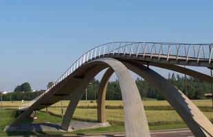 Ponte inspirada em projeto de Leonardo da Vinci sai do papel e se torna real 500 anos depois