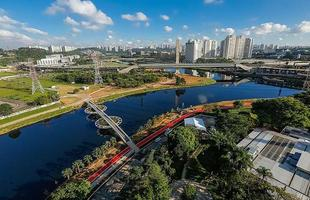 Ponte sobre rio paulistano tem design inspirado na vitória régia amazônica. Estimativa dos envolvidos no projeto é que a construção da estrutura e a entrega da ciclovia beneficiem cerca de 300 mil pessoas, sem atrapalhar o fluxo de embarcações