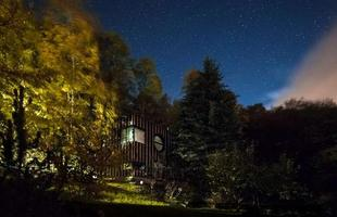 Arquiteto e fotógrafo constroem casa de 210 m² em dois dias na Hungria. O resultado deu tão certo que a obra rendeu um prêmio nacional da área