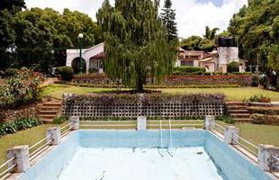 Série de imagens dá novos significados a piscinas incríveis pelo mundo. Desde 2008, a artista Marieke van der Velden registra piscinas em várias regiões como forma de chegar a reflexões complexas, muito além do sentido comum que se confere a elas. Na foto, Coonor, Índia
