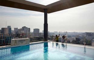 Série de imagens dá novos significados a piscinas incríveis pelo mundo. Desde 2008, a artista Marieke van der Velden registra piscinas em várias regiões como forma de chegar a reflexões complexas, muito além do sentido comum que se confere a elas. Na foto, Dhaka, Bangladesh