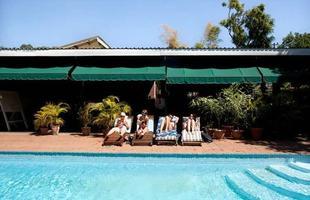 Série de imagens dá novos significados a piscinas incríveis pelo mundo. Desde 2008, a artista Marieke van der Velden registra piscinas em várias regiões como forma de chegar a reflexões complexas, muito além do sentido comum que se confere a elas. Na foto, Lliongwe, Malawi