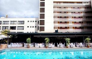 Série de imagens dá novos significados a piscinas incríveis pelo mundo. Desde 2008, a artista Marieke van der Velden registra piscinas em várias regiões como forma de chegar a reflexões complexas, muito além do sentido comum que se confere a elas. Na foto, Nairobi, Quênia