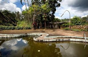 Série de imagens dá novos significados a piscinas incríveis pelo mundo. Desde 2008, a artista Marieke van der Velden registra piscinas em várias regiões como forma de chegar a reflexões complexas, muito além do sentido comum que se confere a elas. Na foto, perto de Monrovia, Libéria