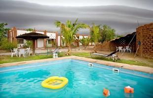 Série de imagens dá novos significados a piscinas incríveis pelo mundo. Desde 2008, a artista Marieke van der Velden registra piscinas em várias regiões como forma de chegar a reflexões complexas, muito além do sentido comum que se confere a elas. Na foto, Weotinga, Burkina Faso
