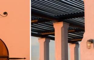 Supercasas nos EUA são feitas com blindagem contra o 'fim do mundo'. Condomínios de luxo situados em regiões sob risco de furacões erguem residências que são verdadeiras fortalezas de concreto. Este, em Miami, tem casas com telhados sustentados por estruturas de concreto armado e paredes desenhadas para suportar ventos de mais de 180 km/h, sendo o primeiro do mundo a cumprir a exigência em todas as construções