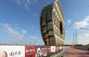 Prédio em forma circular de 'rosquinha' é inaugurado na China. Construção em Guangzhou remete à tradição oriental do Feng Shui