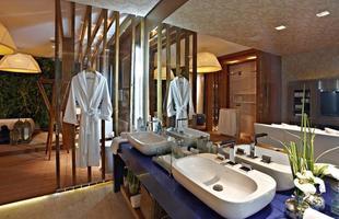 Banheiros ganham revestimentos diferentes, que dão personalidade e visibilidade ao ambiente. Na foto, ambiente de Mariana Borges e Thaysa Godoy