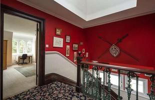 Esta mansão, que tem uma nave espacial no sótão, está à venda por R$ 13 milhões em Londres. No anúncio pela internet, o cômodo diferente na parte de cima da casa chama a atenção do comprador