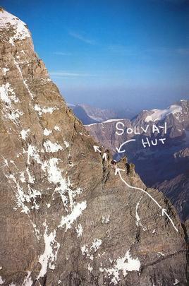 Cabana proporciona momentos de rara beleza no alto de montanha na Suíça. Construção é refúgio para quem se aventura a escalar até 4 mil metros de altura