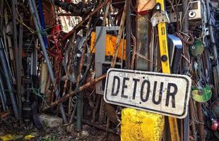 Homem constrói catedral com 60 toneladas de lixo nos EUA. Norte-americano recolhe objetos descartados nas ruas desde a juventude e usou o material para erguer a inusitada obra em seu quintal
