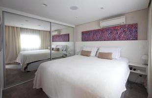 Residência de 34m² ganha espaço e sofisticação com projeto de transformação. Com dois pavimentos, a casa em São Paulo passou por uma completa alteração de layout na estrutura original
