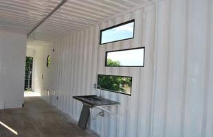 Arquiteta reutiliza contêineres para erguer sua casa e escritório em São Paulo. A obra trouxe economia de tempo e dinheiro, e o resultado compete de igual para a igual com os modelos de residência convencionais