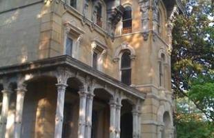 Casal paga um dólar por mansão do século 19 e a transforma em luxuoso hotel. Marco arquitetônico de cidade norte-americana, construção que estava abandonada há 60 anos foi totalmente restaurada e agora recebe turistas de diferentes localidades