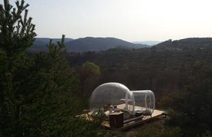 Rede de hotéis constrói hospedagens que são bolhas no meio da natureza