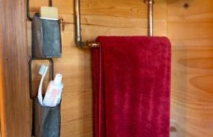 Casa de 8 m² revela estilo de vida simples. Norte-americana optou viver sem excessos em uma casa construída dentro de um caminhão de reboque