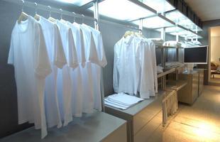 9. Guarde as roupas somente quando estiverem bem secas. E nunca deixe-as embaladas em saco plástico.