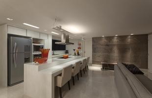 Projeto em Belo Horizonte coloca a cozinha como protagonista, integrando salas de estar e jantar para momentos de lazer para amigos de casal sem filhos. Veja detalhes do imóvel