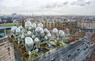 A ideia do escritório coreano Planning Korea foi inserir um complexo orgânico flutuante nos vazios das paisagens urbanas da capital francesa