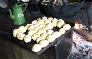 Culinária tradicional: pão de queijo