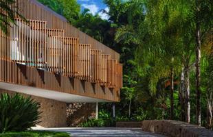 Entre os imóveis residenciais, a Casa Delta, uma casa de praia localizada no litoral paulista, foi a vencedora da categoria com mais de 278 m²