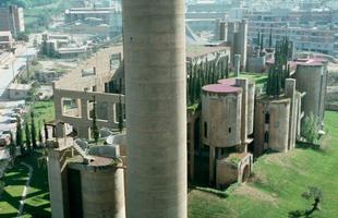 Antiga fábrica de cimento na Espanha é transformada em