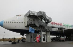 Hostel funciona em avião desativado na Suécia
