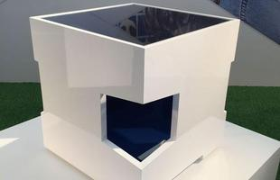Mesa Athos, design Katia e Morgana Moraes, na mostra Be Brasil