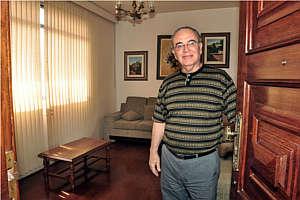 Mancini Neto mora em apartamento com 180m² e diz que nem pensa em se mudar de seu imóvel (Eduardo Almeida/RA Studio)