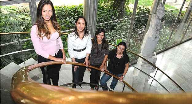 A graduanda Carla Patrícia, a doutora em engenharia de energia Iraci Miranda Pereira e as mestrandas Paula Rocha e Ana Carolina apresentaram o melhor projeto sobre eficiência energética (Euler Júnior/EM/D.A Press)