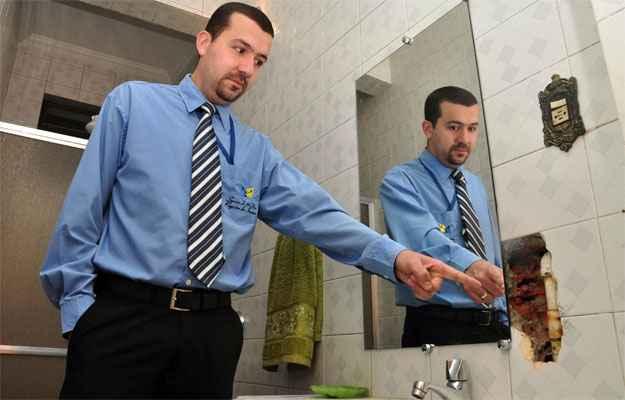 Síndico de um prédio, Patrick Carvalho Viana acabou tendo que gastar mais que o previsto por causa de uma simples instalação de espelho (Eduardo Almeida/RA Studio)