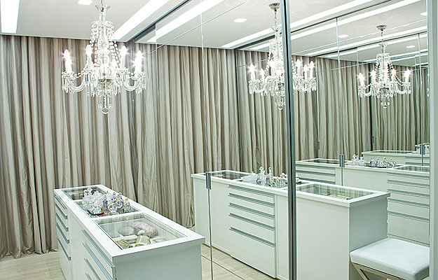pe a fundamental na decora o o lustre define o estilo de um ambiente lugar certo. Black Bedroom Furniture Sets. Home Design Ideas