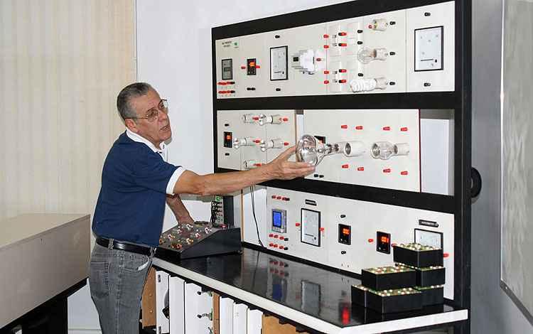 O engenheiro João Carlos Lima explica que as pessoas acabam pagando conta mais cara por não saber do problema - Loja Elétrica/Divulgação