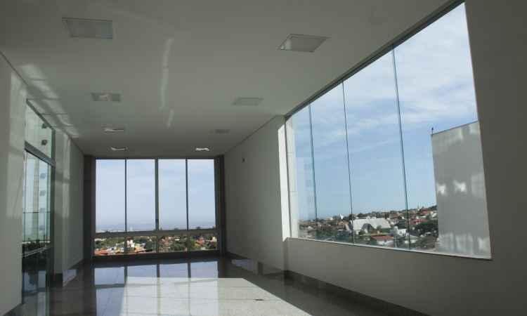 Profissionalismo evita janela mal colocada ou instalação de vidro de qualidade inferior
