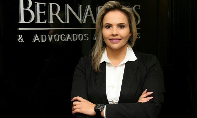 Advogada Juliana Micheletti Rocha diz que, muitas vezes, as pessoas sequer entendem o que estão assinando - Sebastião Fernandes Mourão/Divulgação