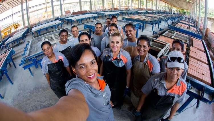 Mulheres são 10% do total de trabalhadores na construção civil em Minas