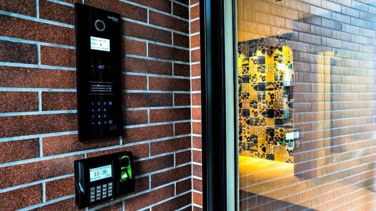 Alternativa tecnológica, a portaria virtual propõe segurança em condomínios