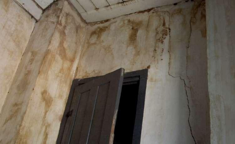 Condomínios devem ficar atentos aos sinais de infiltração para evitar prejuízos