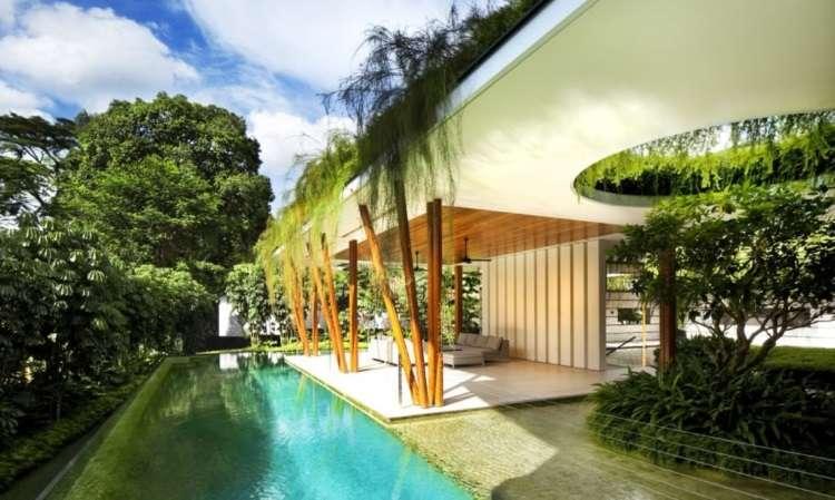 Casa em Cingapura aproveita águas transparentes e plantas para ser refúgio de paz