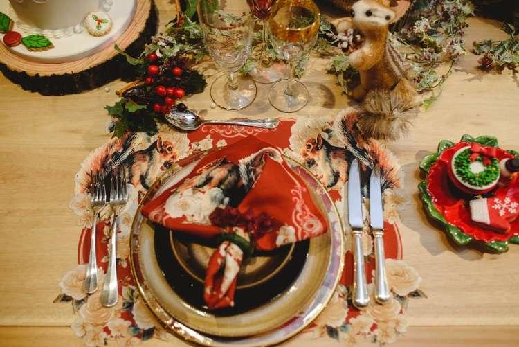 Nesta época de muitas solicitações, a ceia natalina e a árvore decorada reforçam a fé