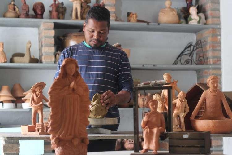 Irmãos ceramistas criam obras que se harmonizam em várias propostas de decoração