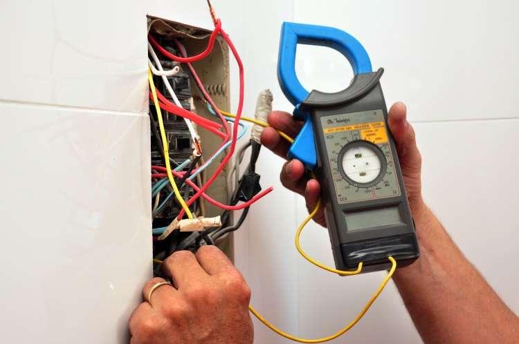 Ao alugar ou comprar um imóvel, verifique a estabilidade das instalações elétricas